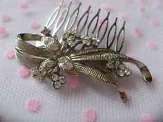 Romantic shaped hair comb