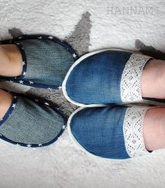 Kylpytossut (Mikä kumman *Onni?) Slippers. Sewing diy recycling upcycling Sewing Diy, Slippers, Knitting, Crochet, Tees, Fashion, Repurpose, Moda, T Shirts