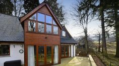 Brae House B&B is 4 Star Gold accommodation in Aberfeldy. Visit us to relax and take in Perthshire's natural beauty. A member of Scotland's Best B&Bs. Wooden Cladding, Best B, Over The River, House Beds, Bed And Breakfast, Luxury Bedding, Relax, House Styles, Stirling