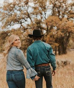 Examine this important photo and look over today strategies and information on Wedding Photoshoot Country Couple Pictures, Cute Country Couples, Couple Picture Poses, Couple Photoshoot Poses, Cute Couples Photos, Couple Photography Poses, Cute Couple Pictures, Cute Couples Goals, Couple Posing
