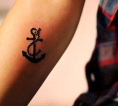tatouage ancre pour les amateurs de voyages