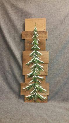 Pinie Reclaimed Palette Holzkunst, Winterschnee, Weihnachten handbemalt, Distressed Upcycled, Wandkunst,  Original Acrylbild auf aufgearbeiteten Paletten Bretter. Dieses einzigartige Stück ist 36 X apprx. 12  Dieser Schnee bedeckten Baum werden kann für die Weihnachten Dekoration verwendet und kann den ganzen Winter lang verwendet werden! Perfekt für die dünne Wand-Raum oder einfach an die Wand lehnen.  Alle meine Kreationen sind aus aufgearbeiteten Brettern gefertigt. Sie sind handgemalt…