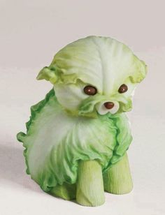 Escultura de cachorrinho de alface e vegetais. Escultura de vegetais para eventos e festas infantis. cachorrinho fofo de alface.  Sculpture lettuce animals