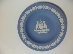 웨지우드 재스퍼 웨어(Wedgwood Jasper Ware) : 영국 리즈(Leeds) 접시(plate) - 영국 리즈시의 문장(Coat of arms of Leeds City Council)을 새겨 넣은 접시(plate)