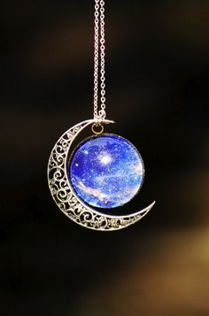 Moon necklace....awww I want this