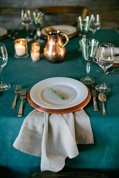 Teal Bronze: Fall Wedding Ideas - www. - Color Ideas for Weddings Parties autumn wedding colors / wedding in fall / fall wedding color ideas / fall wedding party / april wedding ideas Dark Teal Weddings, Teal And Grey Wedding, Fall Wedding Table Decor, Fall Wedding Colors, Deco Table, A Table, Bronze Wedding, Copper Table, Teal