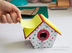 Making A Bridal Shower Scrapbook Diy Arts And Crafts, Crafts To Sell, Crafts For Kids, Diy Crafts, Peppa E George, Office Deco, Pen Toppers, Bridal Shower Scrapbook, Paper Crafts Origami