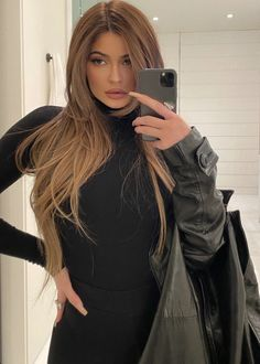 10 Biggest Spring/Summer 2020 Hair Color Trends You'll See Everywhere Blonde Hair Looks, Honey Blonde Hair, Brunette Hair, Honey Colored Hair, Brown Hair Balayage, Bronde Hair, Look Kylie Jenner, Jenner Style, Kylie Jenner Ombre Hair