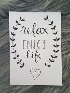 Handlettering: relax and enjoy life
