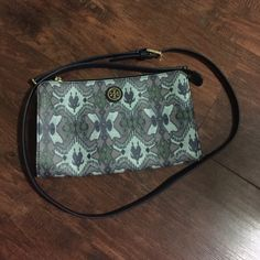 Tory Burch Kerrington Isola Small Oasis Cross body Measurements: 9.56x5.58x1.16in.                                                     In perfect, like new condition. Cross body with removable straps, which allows you to carry as a clutch. I lost the dust bag... No trades. Perfect for any boho chic outfit! Tory Burch Bags Crossbody Bags