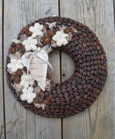 A kávé szerelmese - illatos, kávészemes ajtódísz, Dekoráció, Otthon, lakberendezés, Meska Coffee Bean Decor, Coffee Bean Art, Coffee Crafts, Autumn Wreaths, Christmas Wreaths, Christmas Crafts, Christmas Decorations, Hobbies And Crafts, Diy And Crafts