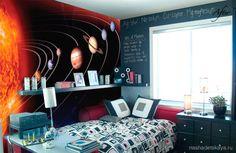 Солнечная система на стене в детской