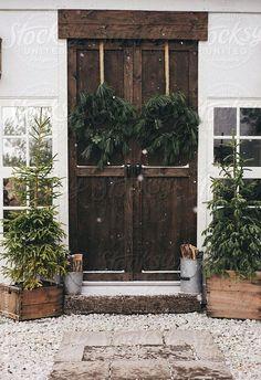 Rustic Christmas, love the front door Merry Little Christmas, Noel Christmas, Country Christmas, Winter Christmas, All Things Christmas, Winter Holidays, Simple Christmas, Natural Christmas, Woodland Christmas