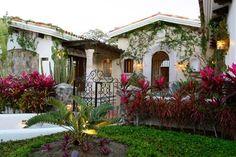 Courtyard Entry - entry - mexico city - Guillermo Campos