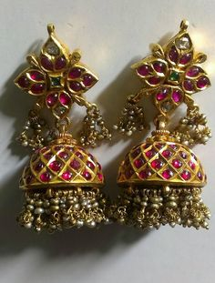 Latest Collection of best Indian Jewellery Designs. India Jewelry, Temple Jewellery, Gems Jewelry, Bridal Jewelry, Jewelery, Ethnic Jewelry, Gold Jewellery, Antique Earrings, Antique Jewelry