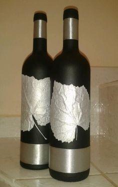 Awesome Home Decor Ideas on a Budget – Repurposed DIY Wine Bottle Crafts Liquor Bottle Crafts, Empty Wine Bottles, Recycled Wine Bottles, Wine Bottle Art, Painted Wine Bottles, Diy Bottle, Painted Wine Glasses, Beer Bottle, Vodka Bottle