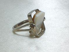 Anello fatto con argento 925 e madreperla iridescente. Girevole, Divertente regalo.