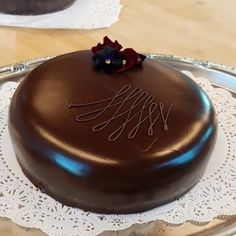 """Pippi on Instagram: """"Peppermint Patty cake Chocolate bisque cake, creme de menthe simple syrup, and a chocolate glaze. Pretty simple, yet so delicious!…"""" Chocolate Glaze, Chocolate Art, Chocolate Stores, Peppermint Patties, Chocolate Covered Strawberries, Delicious Chocolate, Simple Syrup, Sweets, Pretty"""