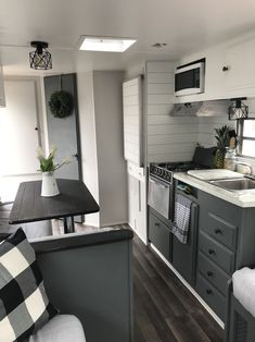 Brilliant Picture of Wonderful RV Camping Living Decor Remodel Makeover And Become Happy Campers Lifestyle - Lifestyle & Interior Design Trends Camper Hacks, Camper Trailers, Rv Hacks, Diy Camper, Camper Van, Caravan Hacks, Travel Camper, Happy Campers, Remodel Caravane