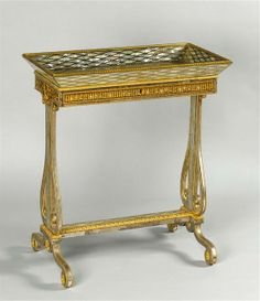 Riesener, table à ouvrage, boudoir de Marie-Antoinette à Fontainebleau, 1787.