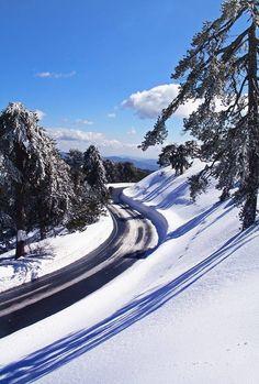 Caminho pela neve.