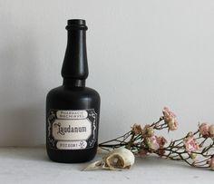 Laudanum. bouteille vintage esprit apothicaire par BoudoirDuChaman