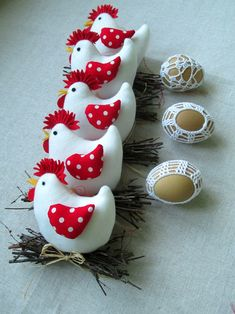 Cute stuffed white fabric chickens with red polka dot wings and twig nests. Felt Ornaments, Christmas Ornaments, Craft Images, General Crafts, White Fabrics, Sewing Crafts, Craft Projects, Wings, Quilts