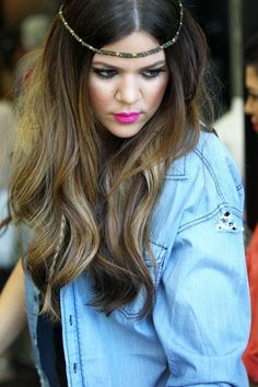 I love this look: the headpiece, the lipstick color, and the jean shirt.