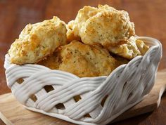Youll never suspect these tasty cauliflower biscuits are full of veggies. Almond Recipes, Bread Recipes, Cooking Recipes, Healthy Recipes, Easy Recipes, Biscuits Au Cheddar, Cheddar Cheese, Cheese Biscuits, Fluffy Biscuits