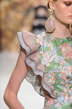 Couturissimo at Couture Fall 2016 - Details Runway Photos Sleeves Designs For Dresses, Sleeve Designs, Blouse Designs, Couture Details, Fashion Details, Fashion Design, Designer Wear, Designer Dresses, Moda Floral