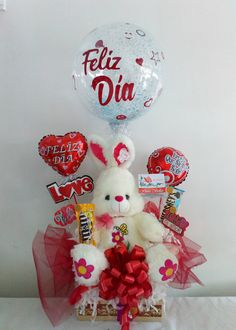 Candy Gift Baskets, Candy Gifts, Candy Arrangements, Balloon Bouquet, Photo Booth Props, Birthday Diy, Valentine Decorations, Pink Candy, Valentines Diy