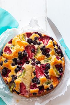 Soft and fluffy fruit cake (Simple and fast recipe)- Torta alla frutta morbida e soffice (Ricetta semplice e velocissima) Soft and fluffy fruit cake (Simple and fast recipe) - Best Italian Recipes, Italian Desserts, Cocktail Desserts, Breakfast Cake, Vegan Cake, Vegan Baking, Amazing Cakes, Love Food, Sweet Recipes