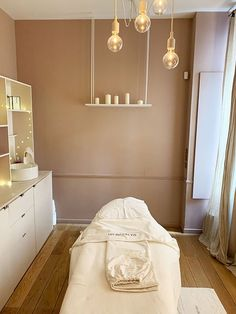 Massage Room Decor, Spa Room Decor, Beauty Room Salon, Beauty Room Decor, Beauty Studio, Home Spa Room, Spa Rooms, Schönheitssalon Design, Design Ideas