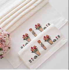 1 million+ Stunning Free Images to Use Anywhere Cross Stitch Pillow, Free To Use Images, Handcrafted Jewelry, Handmade, Embroidery Art, Textile Design, Bargello, Cross Stitch Patterns, Diy And Crafts