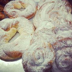 Os espera el desayuno dormilones #migaspanybolleria #alicantegram #Alicante #alicantephoto #alicantecity #tiamaria #cumpleaños #instagramers #instalike #instalicante #igersalicante #igers #instafriends #incostabrava #iphonepics #instadaily #panaderia #pan #tarta #cake