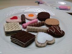Play food tiny felt cookies and tea bags for dolls por DusiCrafts