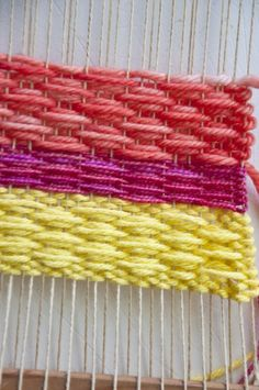 Weaving Techniques – The Weaving Loom Weaving Projects, Weaving Art, Weaving Patterns, Tapestry Weaving, Loom Weaving, Art Projects, Knitting Patterns, Knitting Tutorials, Stitch Patterns