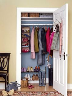 How much function can one single closet hold?  When it comes to the entrance of the home, many!  So many items reside in this popular place, such as shoes, coats, hats and mittens, umbrellas, totes and other every day gear.  Since this specific type of closet has to work so hard, maximizing the storage and [...]
