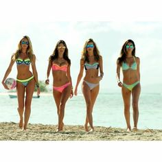 Eu e as amigas na manhã deste domingo dando um passeio na praia. Confiram todos os meus vídeos para a Candice, Alessandra, Behati, Lily e o Especial VS Swim nas hashtags #VSVideoCandiceSwanepoel, #VSVideoAlessandraAmbrosio, #VSVideoBehatiPrinsloo, #VSVideoLilyAldridge e #VSVideoSwimSpecial. Me and my friends at in this sunday morning walking at the beach. Check all my videos for Candice, Alessandra, Behati, Lily and VS Swim Special at the hashtags #VSVideoCandiceSwanepoel…