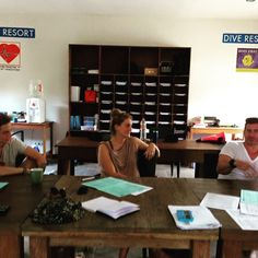 The February IDC is starting just now!!! Welcome to Nikki, Stefan and Matt  Course Directors Joeri and Alina are in the house!!! #padi #padiidc #padiidcgiliislands #padiidcgiliislands #scuba #giliair #indonesia #instructor #diveinstructor #bestidcfacilities #joerivanhal #oceans5dive #diving
