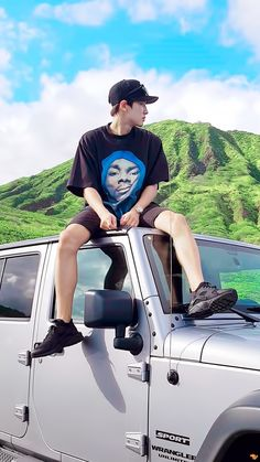 160901 #Chanyeol #EXO - this hits me harder than any shirtless sexy pic.. an awesome guy out exploring some amazing exotic place.. this kills me.. what I'd give to be there instead of here in the repetitive drudgery of daily suburban life..