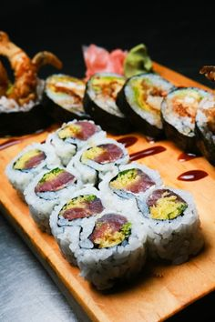 Sushi at Harbor Docks Coast Restaurant, Types Of Sushi, Another Day In Paradise, Stuff To Do, Restaurants, Ethnic Recipes, Food, Diners, Essen