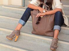 chunky heels + cuffed jeans + oversized purse