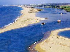 Manavgat boğazı/Sorgun/Antalya/// Manavgat ırmağının Akdeniz'e ulaştığı yere boğaz adı verilir. Balıkçıların ve genel olarak yerel halkın hafta sonları için uğrak yeridir.