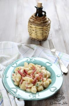 Gnocchi con fonduta di taleggio e speck Detoxification Diet, Food For Digestion, Natural Herbs, Pasta Recipes, Pasta Salad, Health And Wellness, Food And Drink, Eat, Cooking