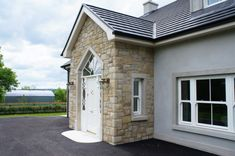 Donegal & Omagh Sandstone with Window Surrounds. Bungalow Porch, Dormer Bungalow, Bungalow Exterior, Bungalow Renovation, Bungalow House Design, Porch Uk, House With Porch, House Front, Porch Entry