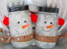 Mason Jar Snowman - Could also use wiggley eyes & foam for nose! Snowman Crafts, Cute Crafts, Holiday Crafts, Holiday Fun, Crafts To Make, Crafts For Kids, Quick Crafts, Mason Jar Snowman, Christmas Mason Jars