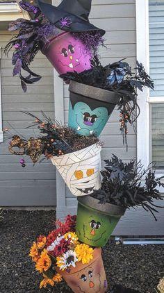 Halloween-topsy-turvy-pots Halloween Games Online, Halloween Film, First Halloween, Spooky Halloween, Halloween Crafts, Halloween Costumes, Halloween Table, Halloween Signs, Halloween House