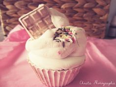 Perfumed cupcake by Cereza Deco, photo by Chaelie