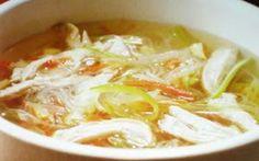 PRIMO PIATTO GUSTOSO : ZUPPA DI POLLO INGREDIENTI:  400 grammi di petto di pollo 1 pizzico di paprika 1 200 grammi di spinaci 2 cipollotti 400 grammi di funghi champignon 1 cucchiaino di lemongrass 1 cucchiaio di salsa di pesce  #cucina #zuppa #polo